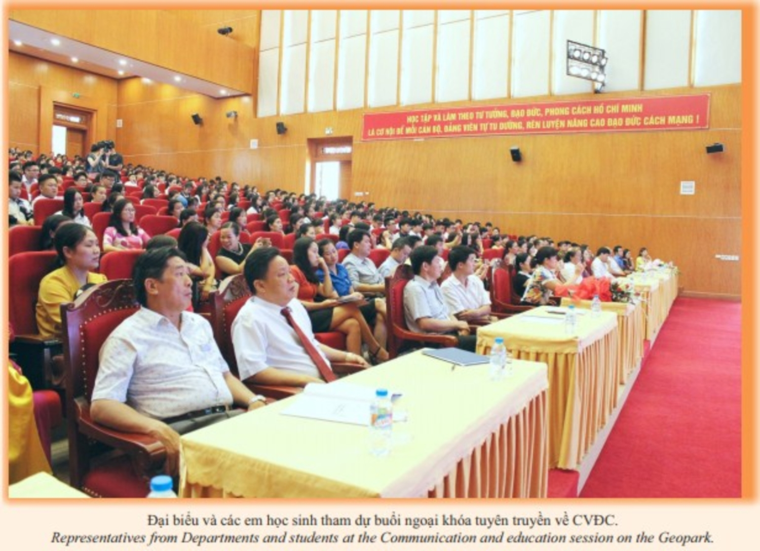 The Upper Secondary school for the Gifted organized the Communication and education on Non nuoc Cao Bang UNESCO global geopark