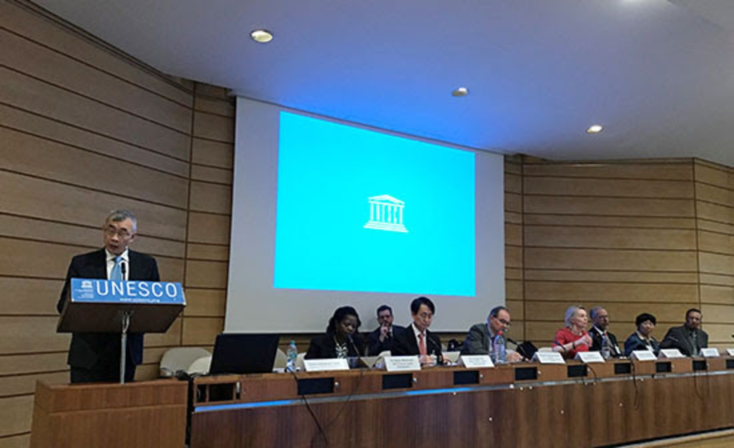 Mr Xiang Qu, UNESCO Deputy Director General with the members of the IGCP Council