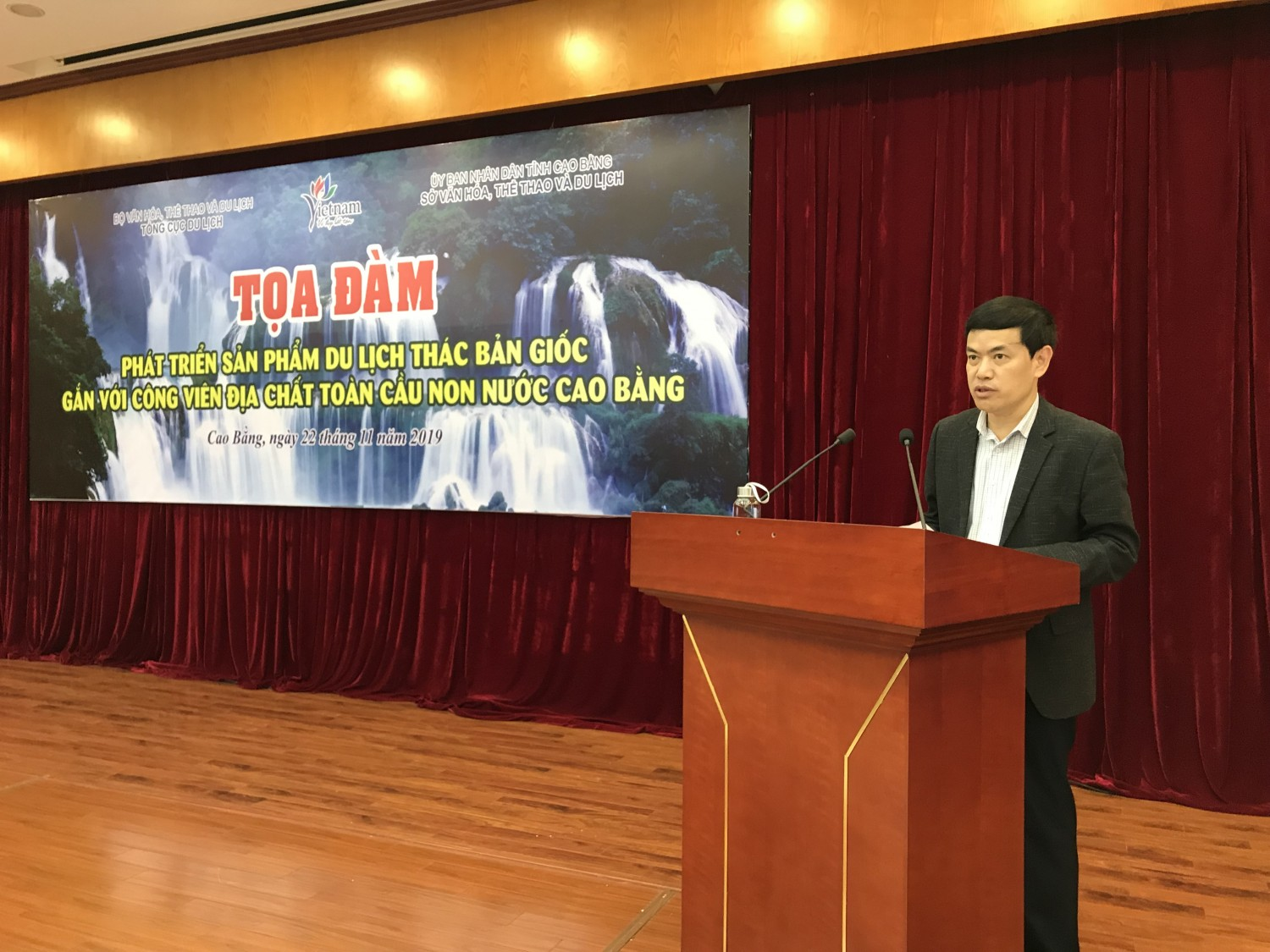 Mr. Sam Viet An, Director of Department of Culture, Sports and Tourism feedbacked to comments and concerns of tour operators.