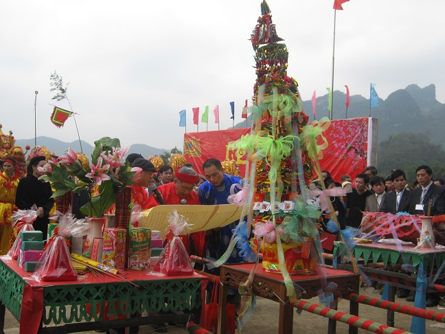 Worshiping practice in Sung Phuc Pagoda, Ha Lang, Cao Bang