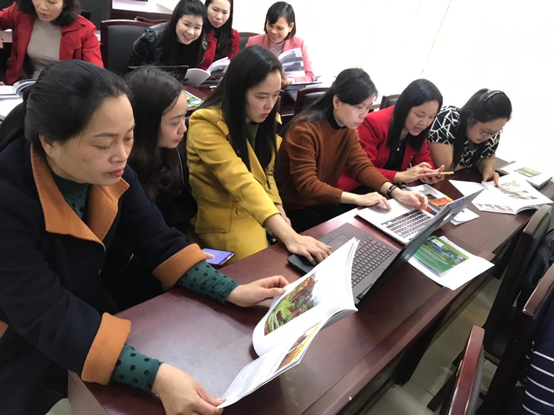 Đại biểu thảo luận đóng góp ý kiến xây dựng tài liệu