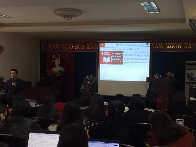 Đại diện Ban quản lý CVĐC trình bày về mục đích, ý nghĩa và cách thức triển khai hoạt động