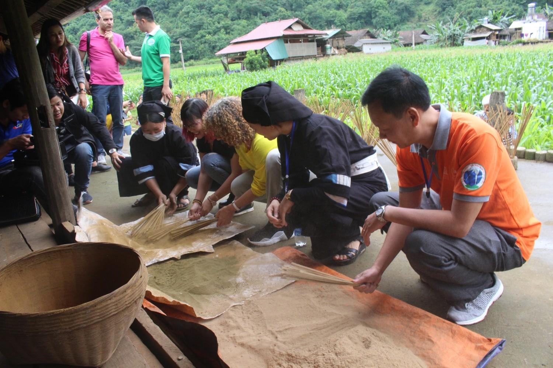 Làng hương Phja thắp-một trong những điểm đối tác triển khai hoạt động du lịch cộng đồng hiệu quả của CVĐC Non nước Cao Bằng.